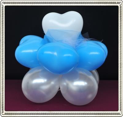 ausgefallene Tischdekoration mit Mini-Luftballons und Mini-Herzluftballons