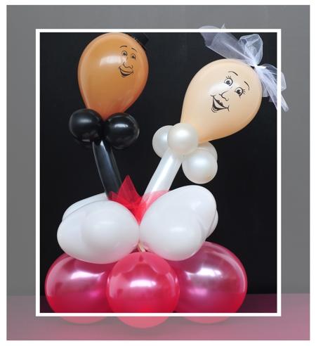 Kleine Tischdekoration zur Hochzeit mit Mini-Luftballons und Mini-Herzluftballlons